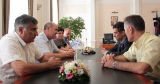 Επίσημη επίσκεψη αντιπροσωπείας του Δήμου Καλλιθέας στην αδελφοποιημένη πόλη του Γκελεντζίκ στη Ρωσία